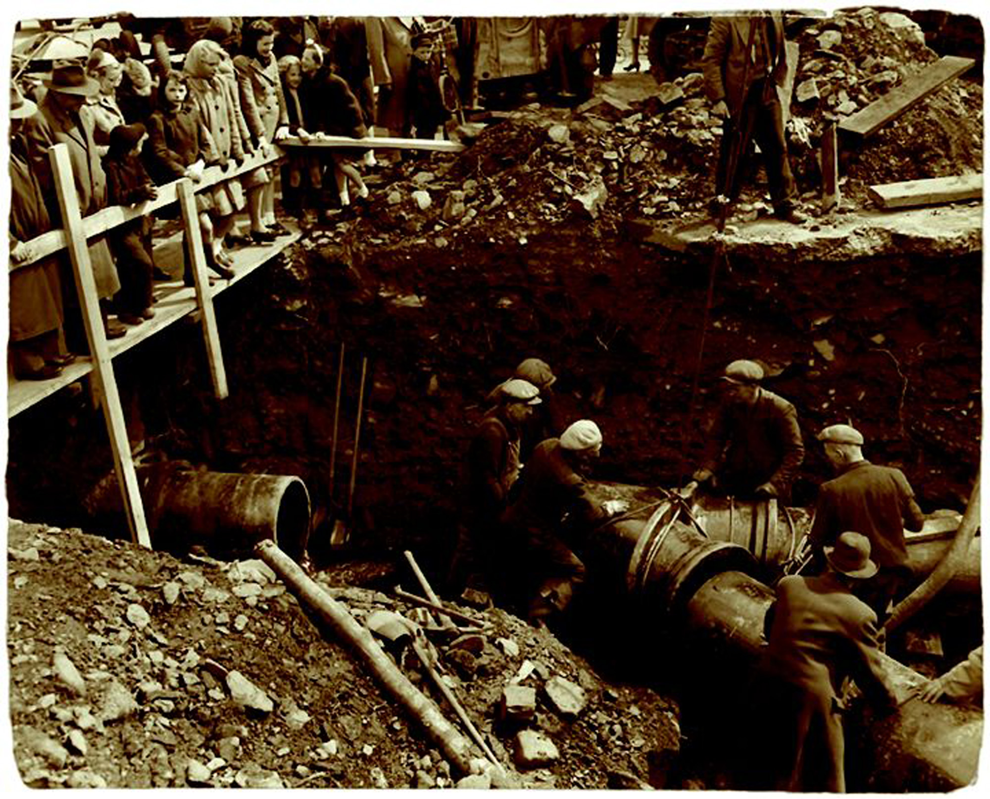 Installing a 24inch watermain on Dutch Village Rd in 1945